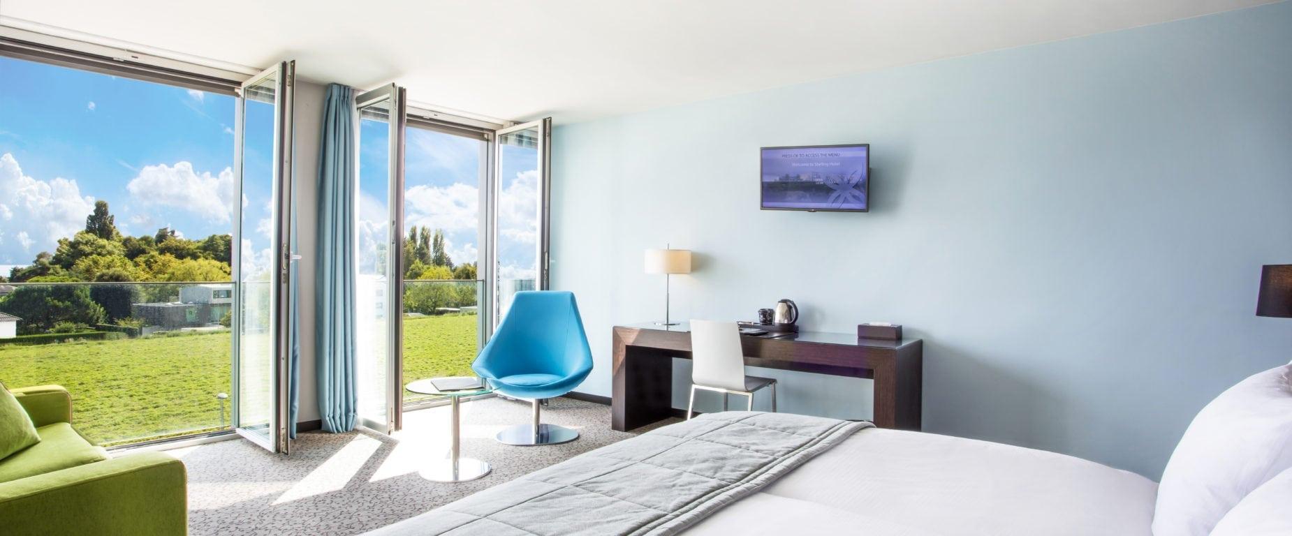 Chambre Supérieure Bleue vue terrasse ouverte